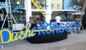 Flaggentag auf den Straßen von Curaçao