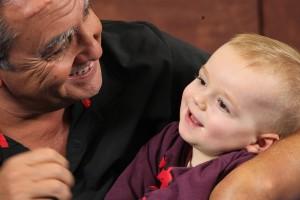 Dr. Brondo behandelt Erick Kiefermann (16 Monate alt) im Kurs NMK-Aufbau