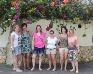 Gruppenbild von Karin Hirsch-Gerdes und Birgit Pammé mit den ersten angereisten Kursteilnehmerinnen