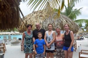 Gruppenbild mit Birgit Pammé, Karin Hirsch-Gerdes und der Familie Masuhr
