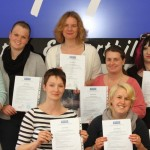Gruppenbild der Absolventinnen der Fachkraft für Entwicklungsförderung am 07.05.2015